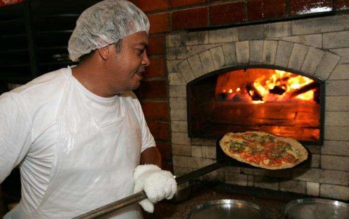 Vagas de Pizzaiolo e Chapeiro emm Mariana