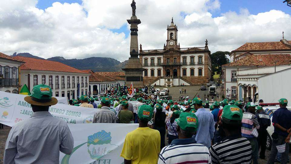 Foto: Trabalhadores Rurais realizam ato contra a Reforma da Previdência na manhã desta quarta-feira em Ouro Preto