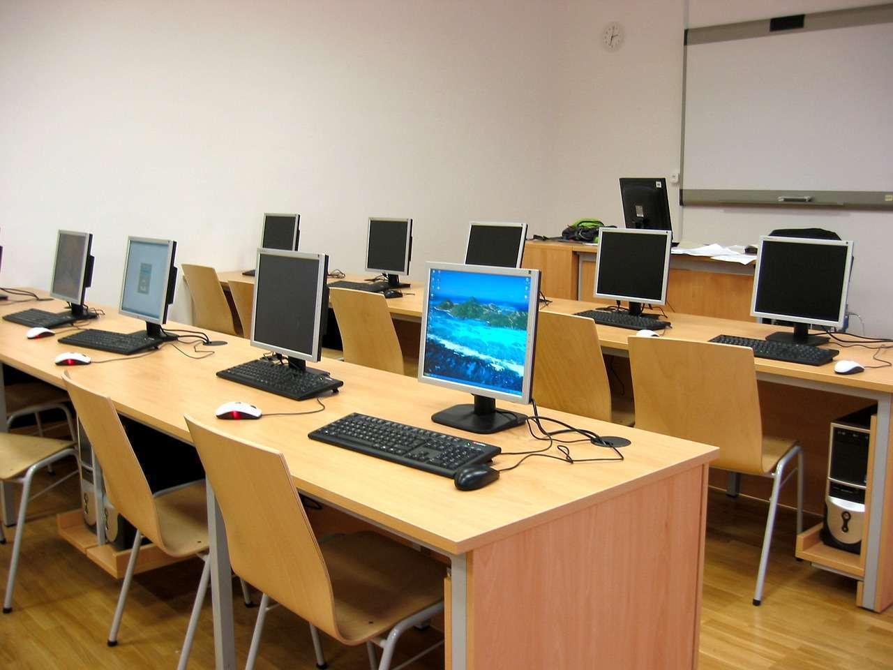 Escolas de Ouro Preto e Mariana receberão 150 novos computadores do Governo de Minas Gerais
