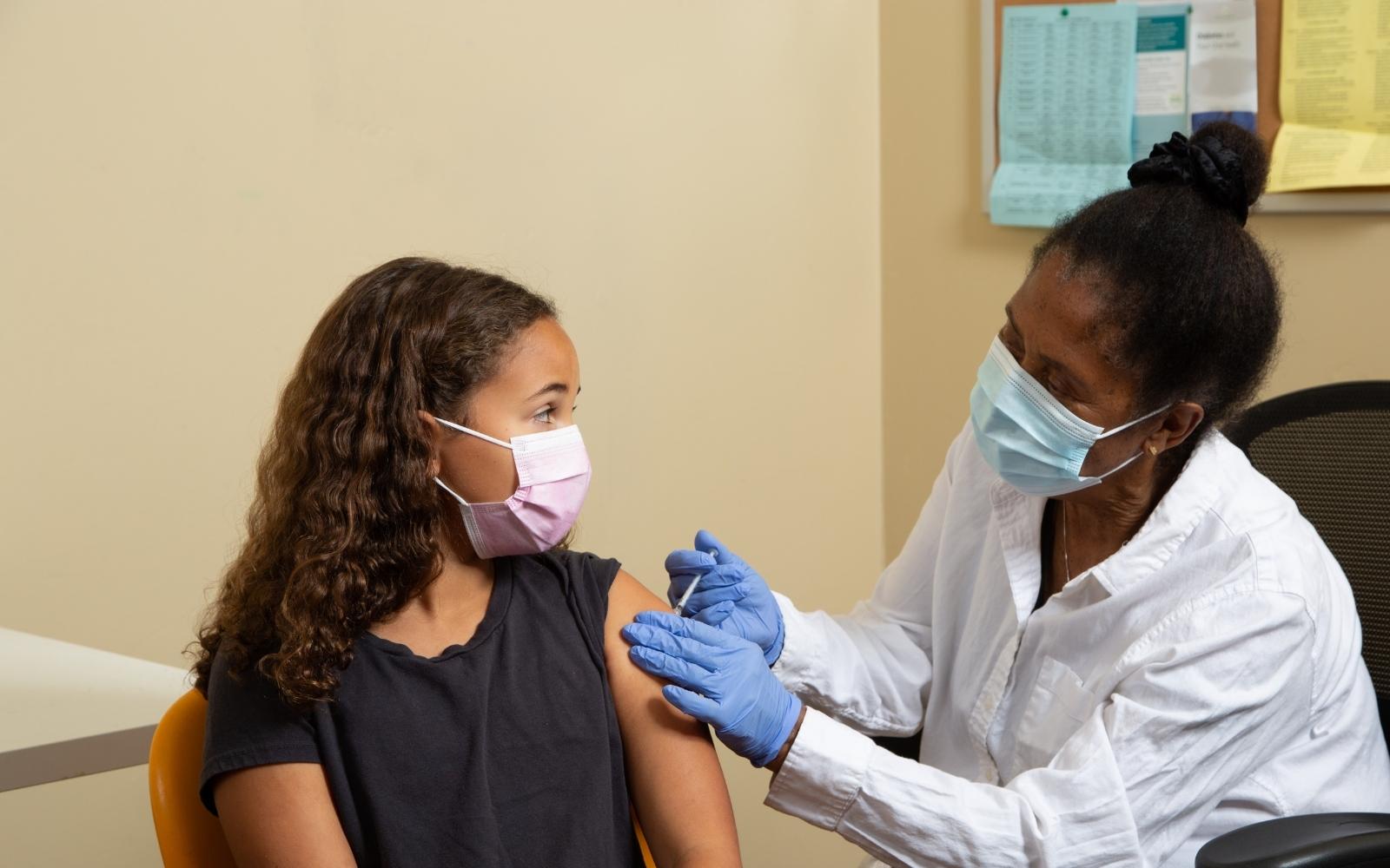 Após deliberação do Ministério da Saúde, prefeitura de Mariana suspende vacinação contra a Covid-19 em adolescentes sem comorbidade