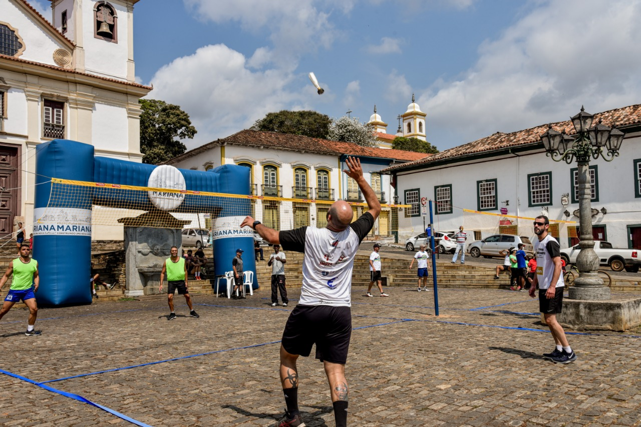 Torneio de Peteca atrai público para Praça da Sé, em Mariana-MG