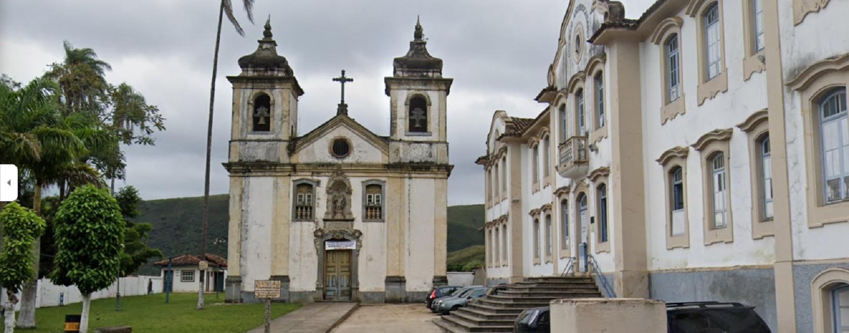 Fechada há sete anos, Capela do Bom Jesus de Matosinhos, de Ouro Preto, tem risco de cair o telhado