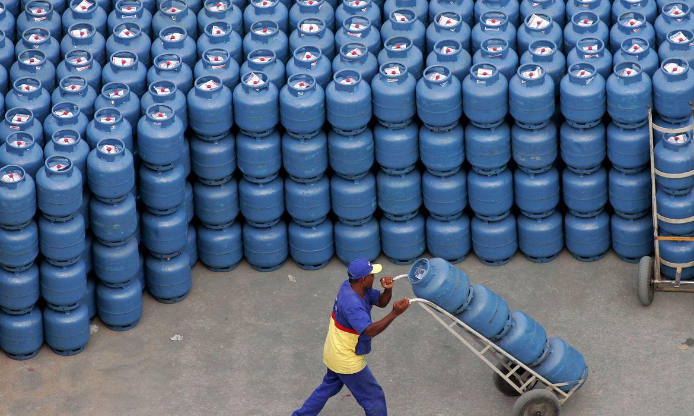 Gás de cozinha e gasolina ficam mais caros no Brasil