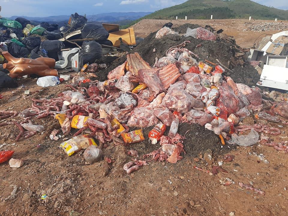 Carne foi descarta no aterro sanitário da cidade - Foto: Guarda Civil de Itabirito/Facebook