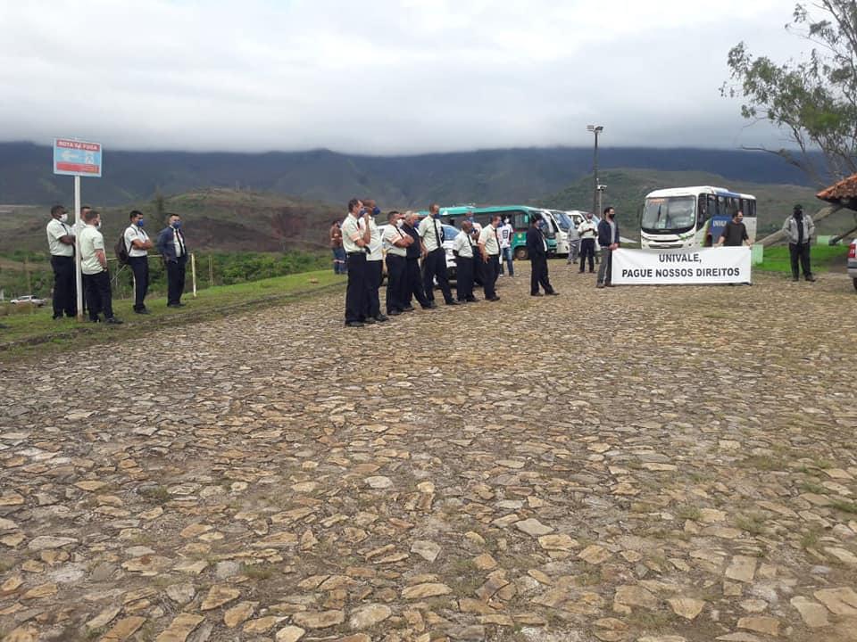 Em greve há seis dias, motoristas da Univale paralisam atividades em quatro minas da Vale