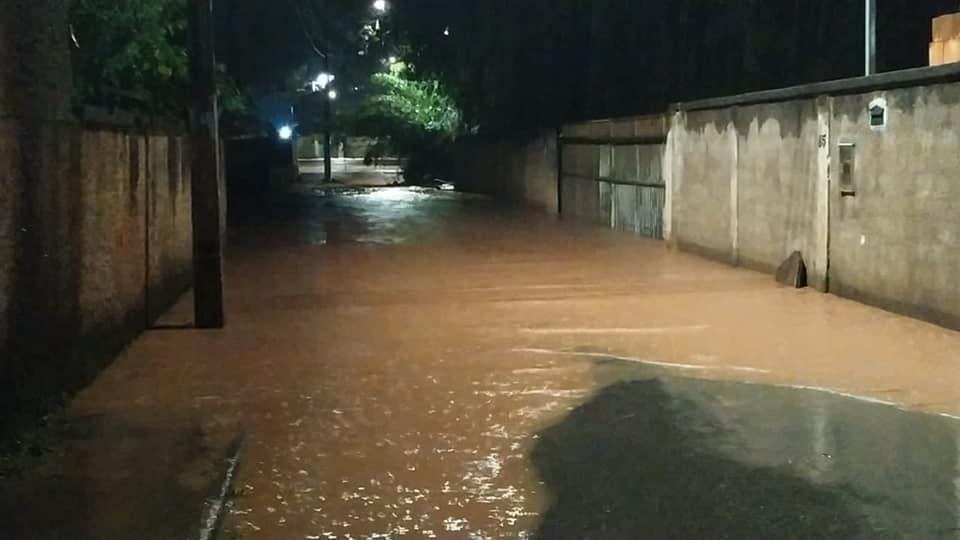 Chuva causa alagamentos e pessoas ficam ilhadas em Amarantina, distrito de Ouro Preto