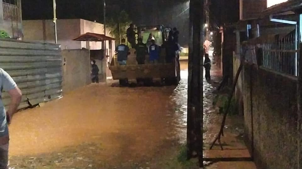 Em 24h, bombeiros atendem pelo menos 57 chamadas relacionadas à chuvas em Minas