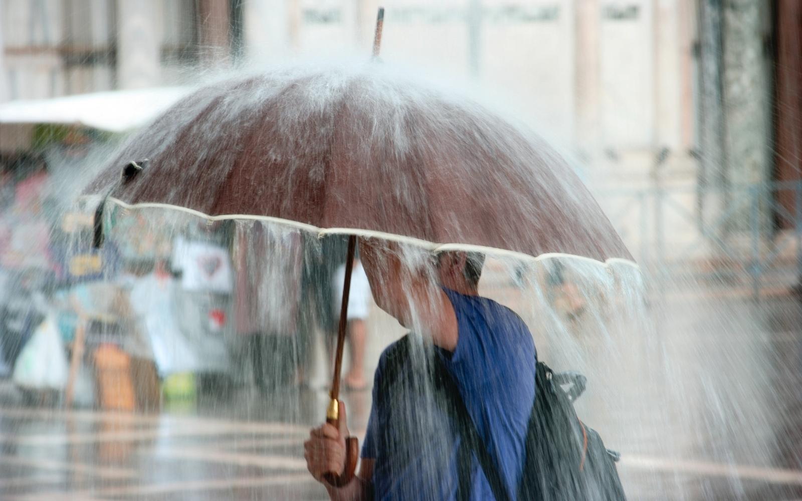 Inmet emite alerta de chuva intensa nesta segunda-feira para quase todo o estado mineiro