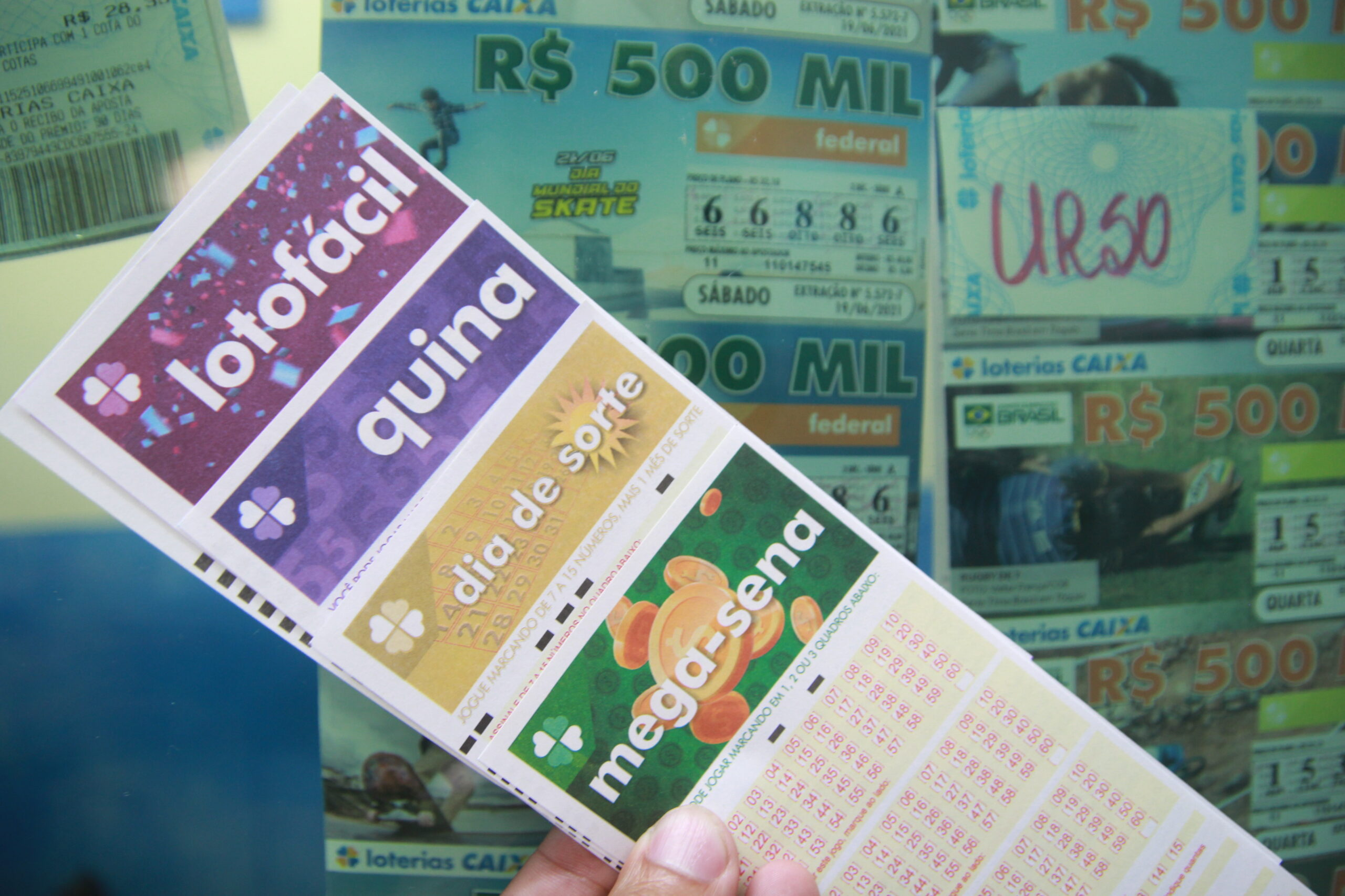Loterias: confira o resultado da Mega-Sena 2423, Lotofácil 2358 e outros sorteios de quarta (27/10)