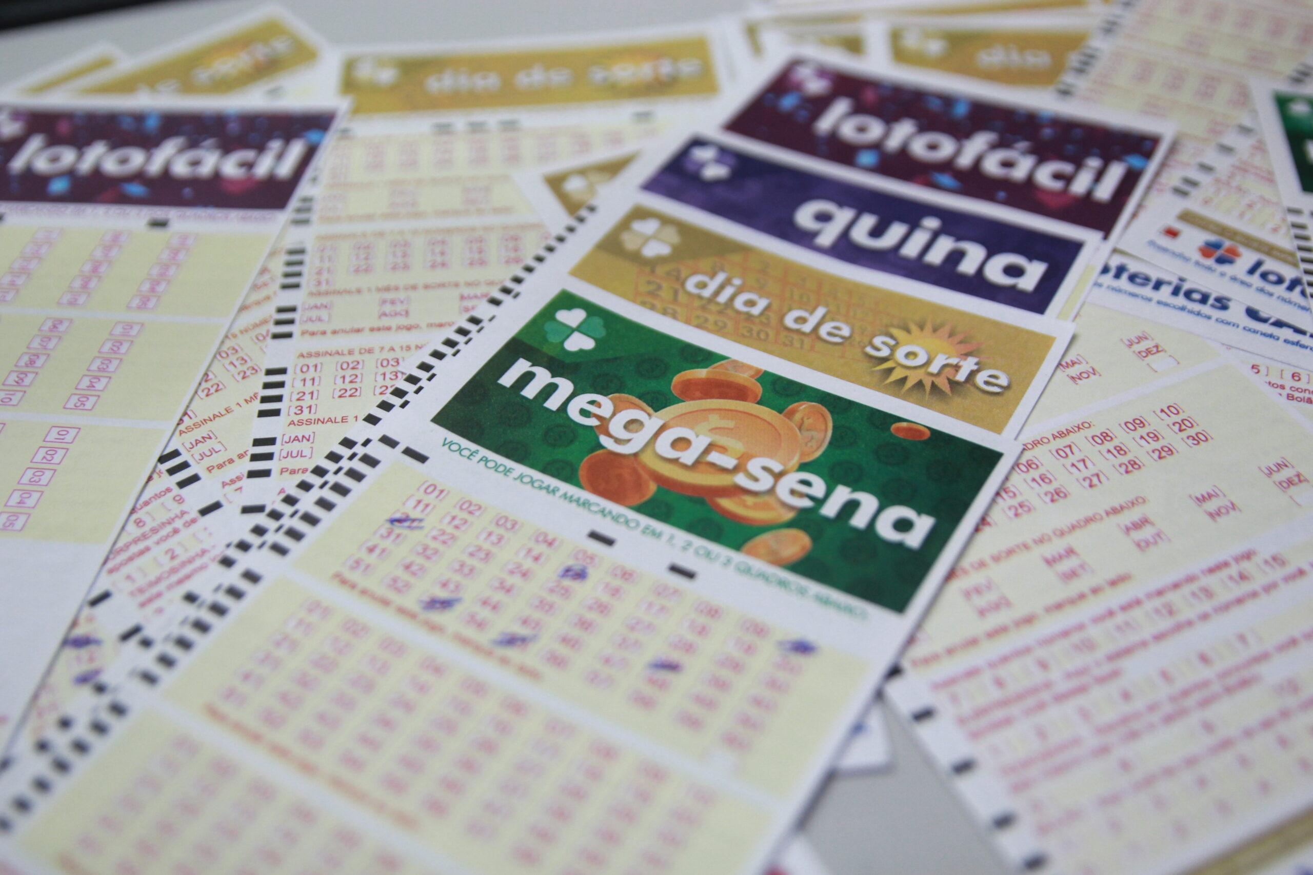 Loterias: confira o resultado da Mega-Sena 2422, Lotofácil 2355 e outros sorteios de sábado (23/10)