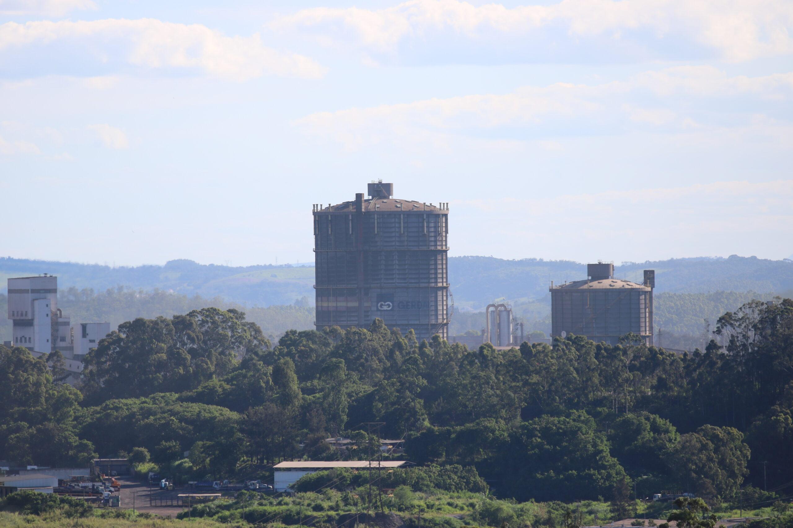 Indústria siderúrgica abre vagas de emprego em MG, PE e outros estados