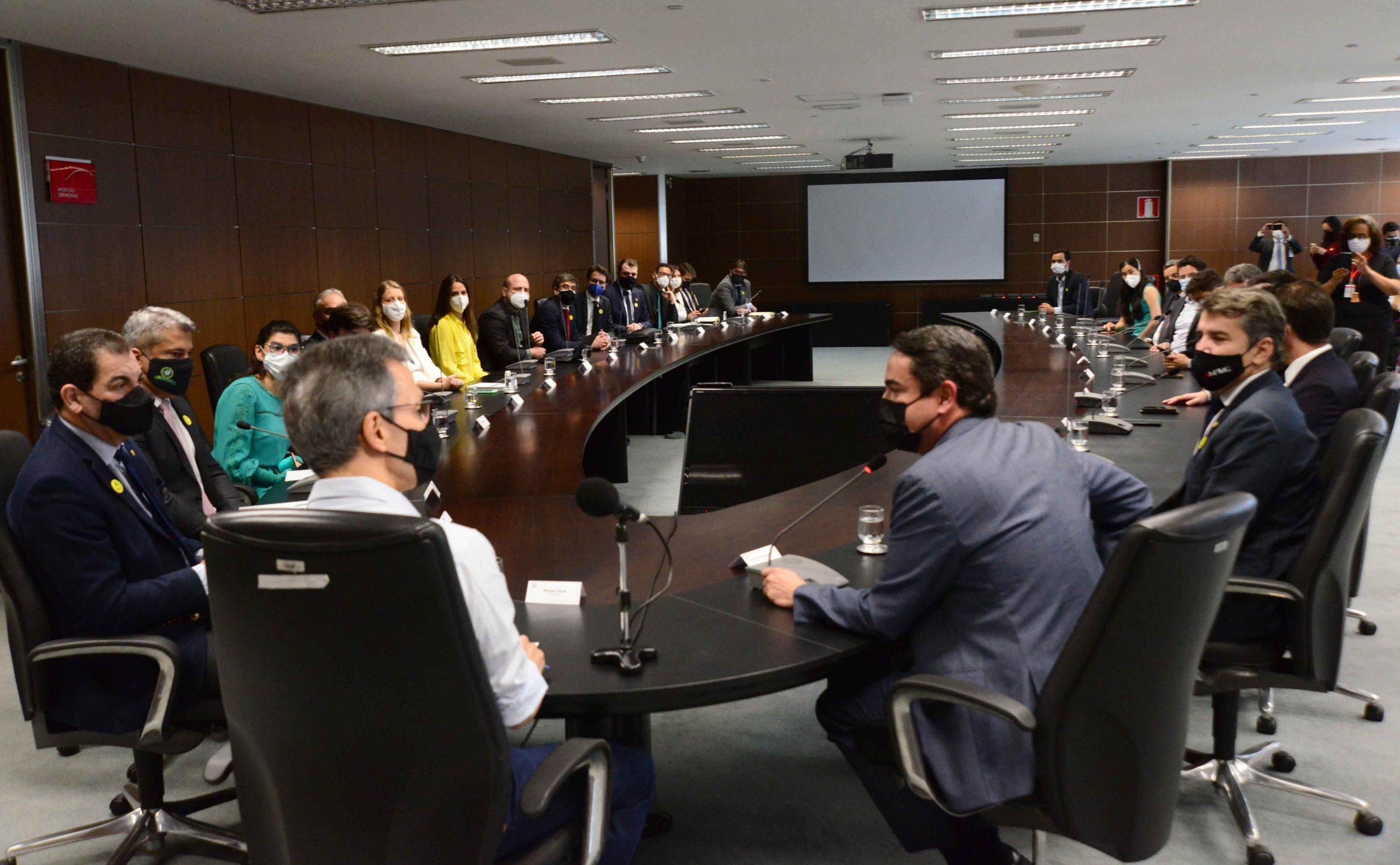 Governo de Minas discute repactuação do acordo de reparação pelo desastre em Mariana