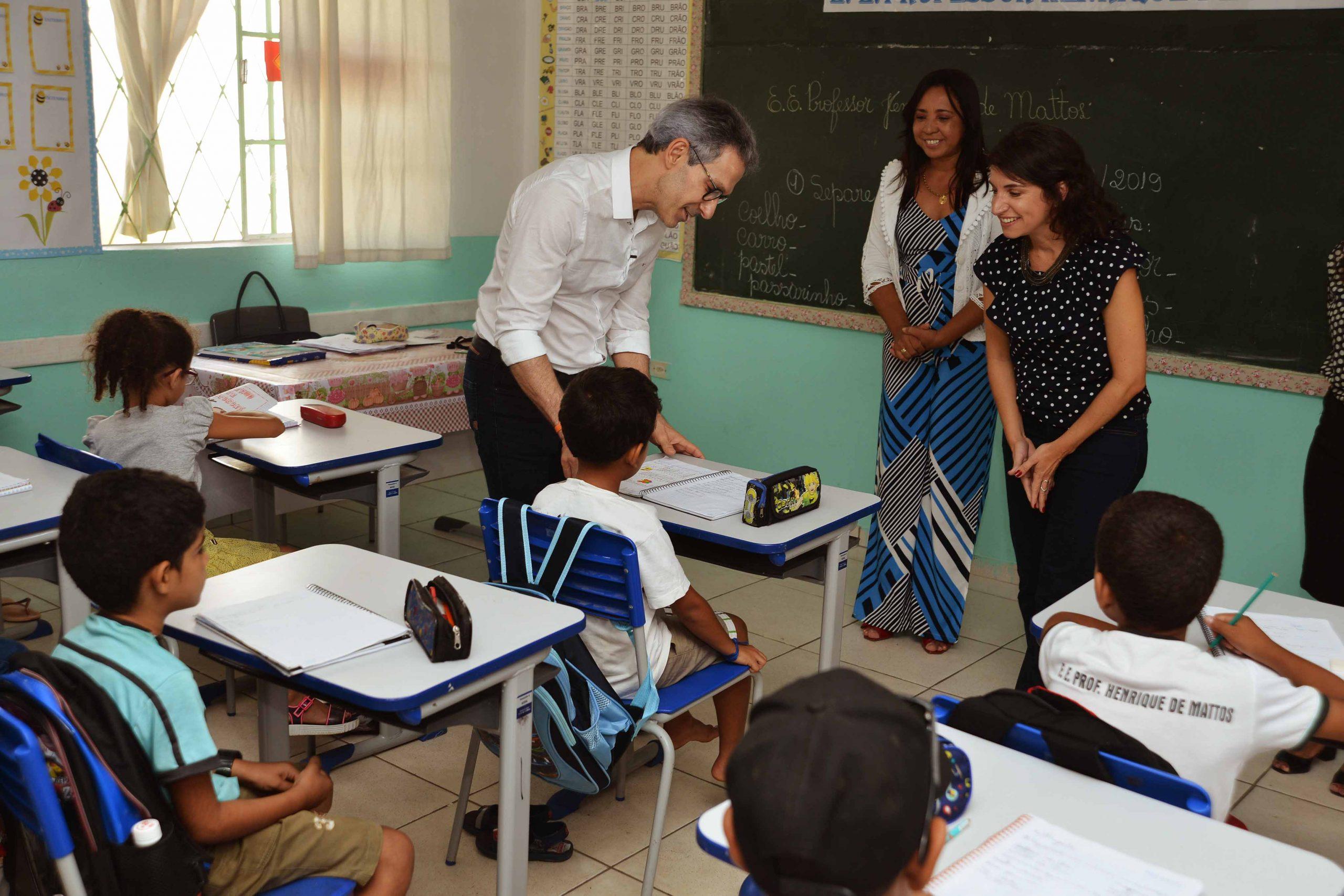 Governo de Minas anuncia presença obrigatória dos alunos nas salas de aula a partir de 3/11