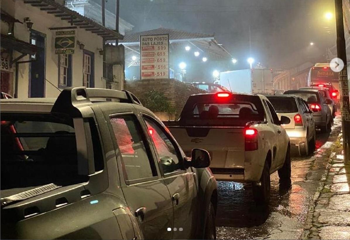 Posto em Ouro Preto tem fila e paralisação dos tanqueiros preocupa